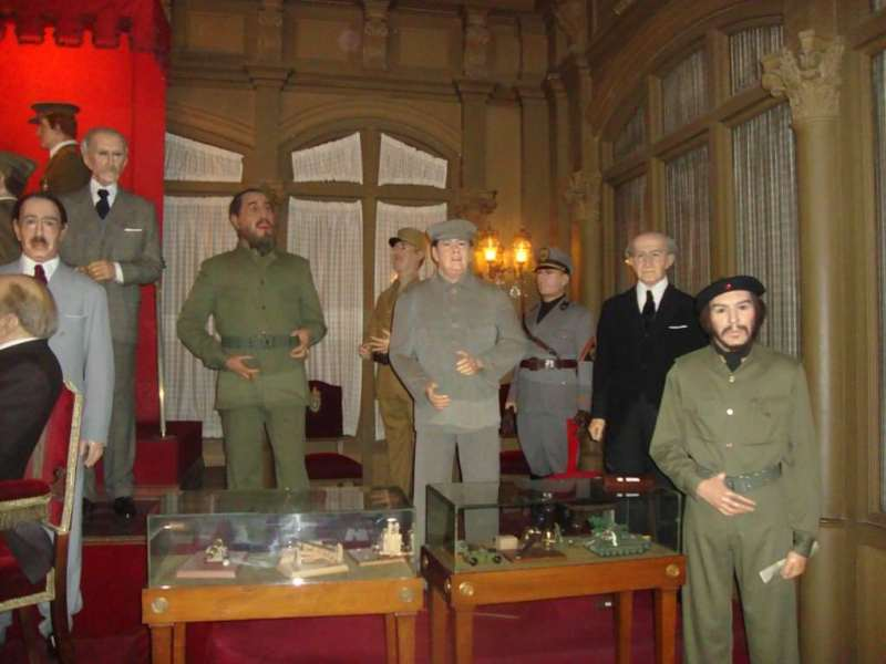 Museo de cera de barcelona. the world leaders section at Wax museum barcelona