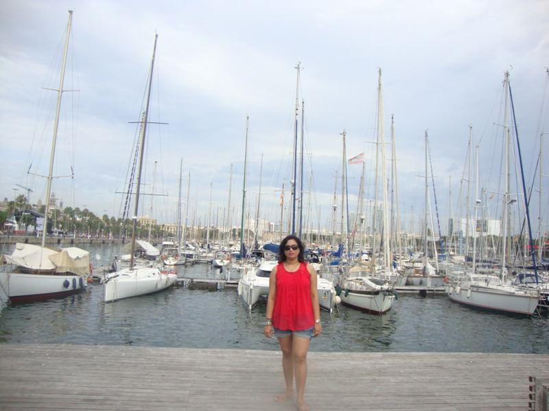 At Rambla de Mar on way to Maremagnum towards Barcelona Beaches