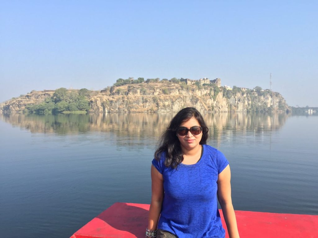 Boating in Chambal River at Bhainsrorgarh, Best hotels in fort